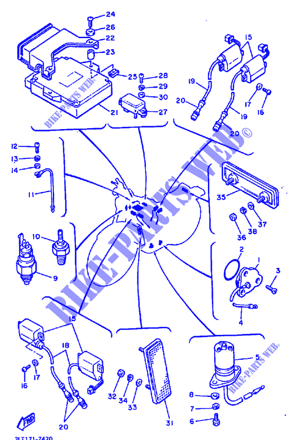 Recherche catadioptre orange sur cache radiateur droit Electr10