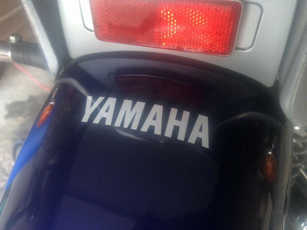 Sticker YAMAHA sur le garde boue arrière Img_1110