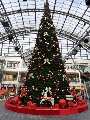 Weihnachtsdeko im Einkaufszentrum 20201117