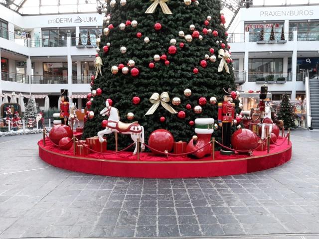 Weihnachtsdeko im Einkaufszentrum 20201118