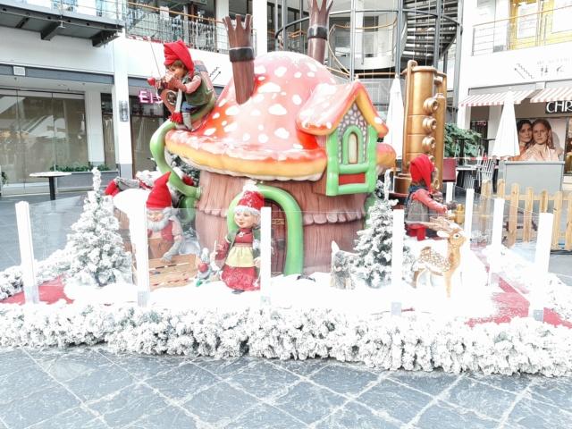 Weihnachtsdeko im Einkaufszentrum 20201121