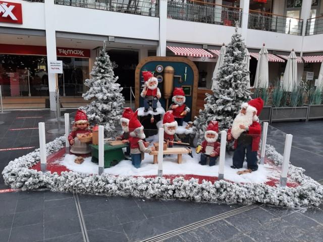 Weihnachtsdeko im Einkaufszentrum 20201122