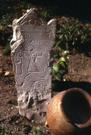 Mon interpretation du signe figurant sur la tombe de Talpiot 407px-10