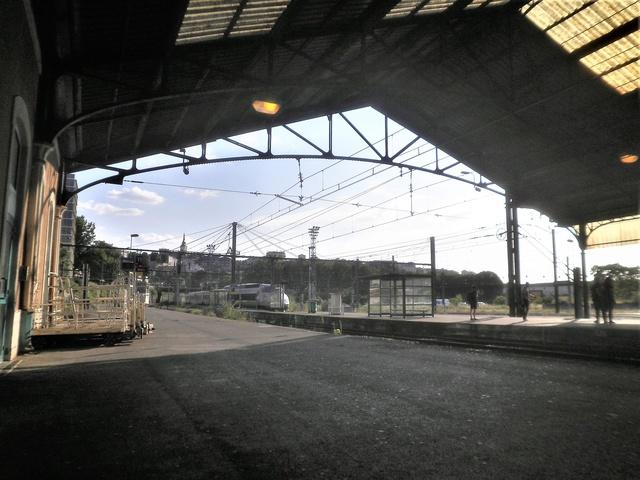 photo d'un journal local d'un TGV  P7180410