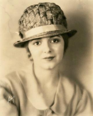 Janet Gaynor (1906-1984) 482px-10