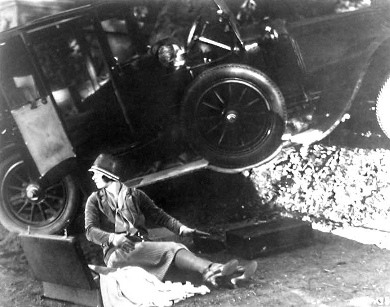 1927 - Get your man  Crash10