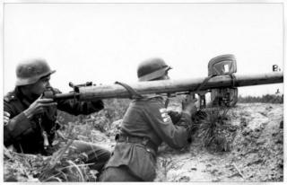 1944-1945. suite ,suite et fin avec Flak 38 - Page 9 Panezr10