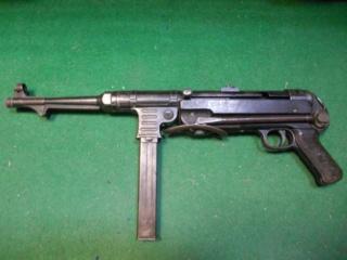 1944-1945. suite ,suite et fin avec Flak 38 - Page 9 Pistol11