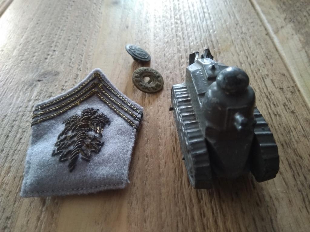 Bricoles en vide maison RTA et jouet militaire ancien. Img_3038