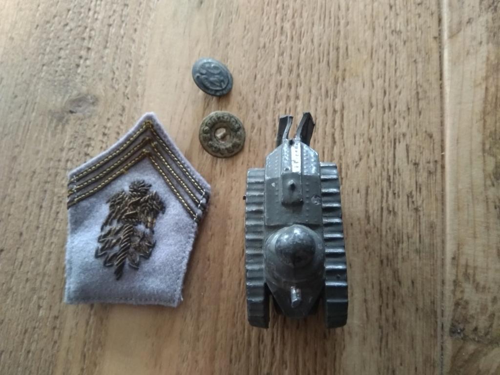 Bricoles en vide maison RTA et jouet militaire ancien. Img_3039