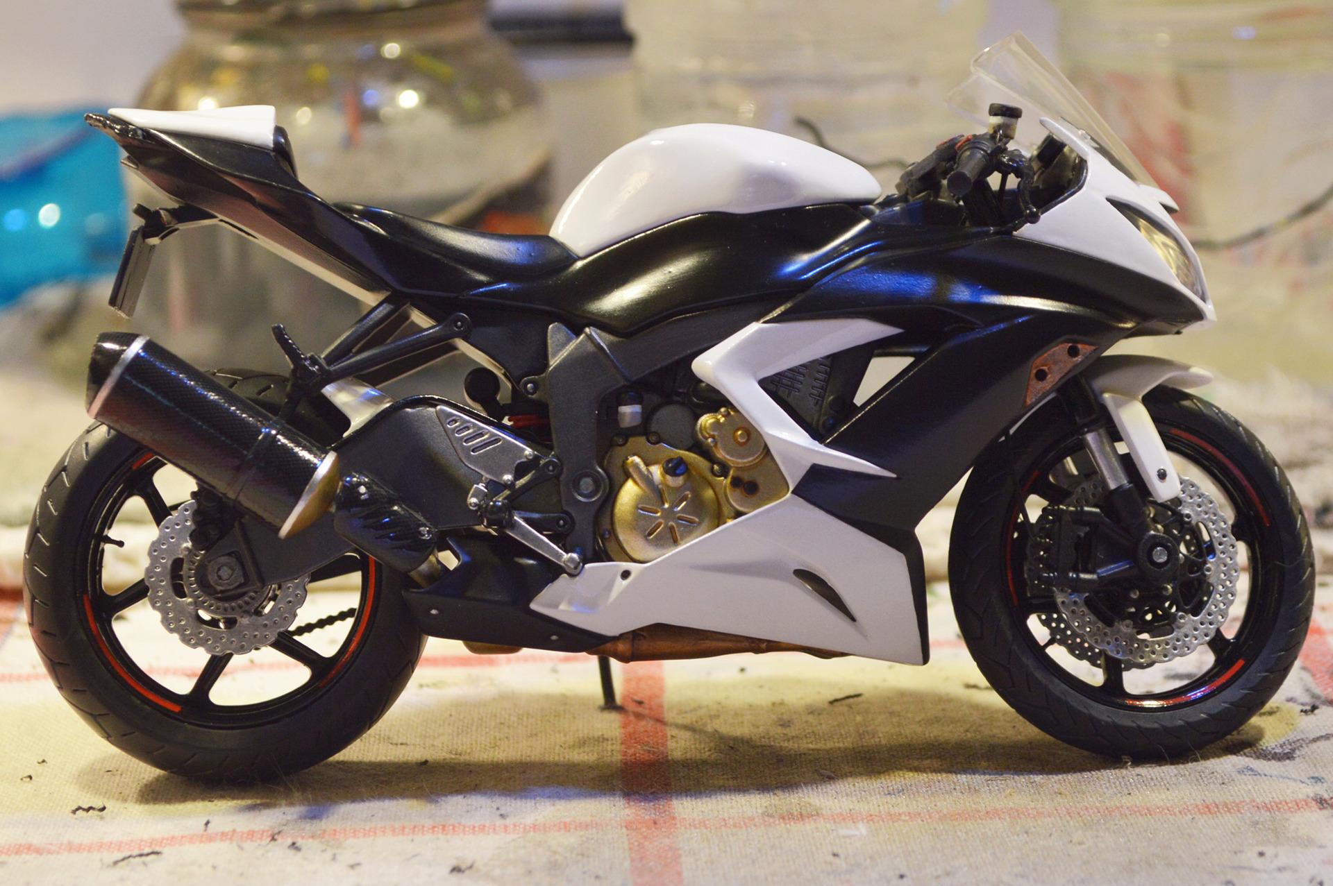 [Moto] Conversion et kit de maquette - Page 2 Carzon10