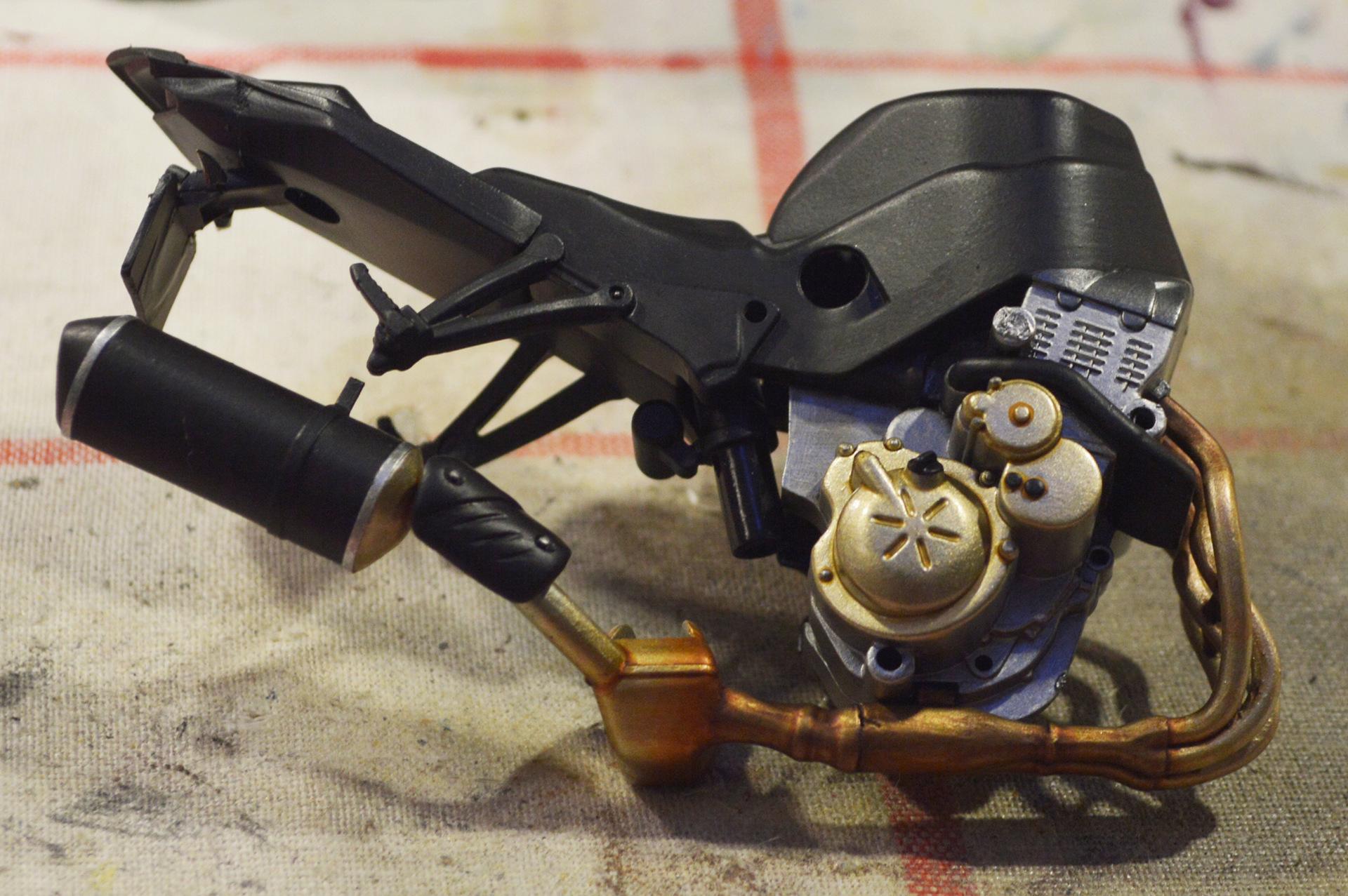 [Moto] Conversion et kit de maquette - Page 2 Dsc_3310