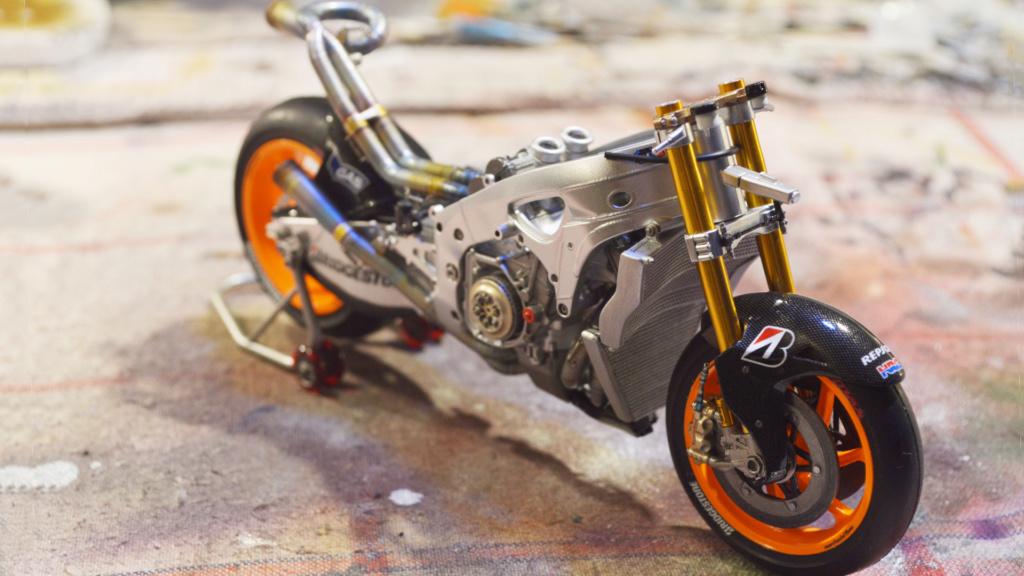 [Moto] Conversion et kit de maquette - Page 3 Dsc_3632