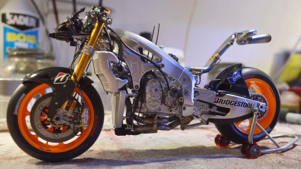 [Moto] Conversion et kit de maquette - Page 3 Dsc_3715