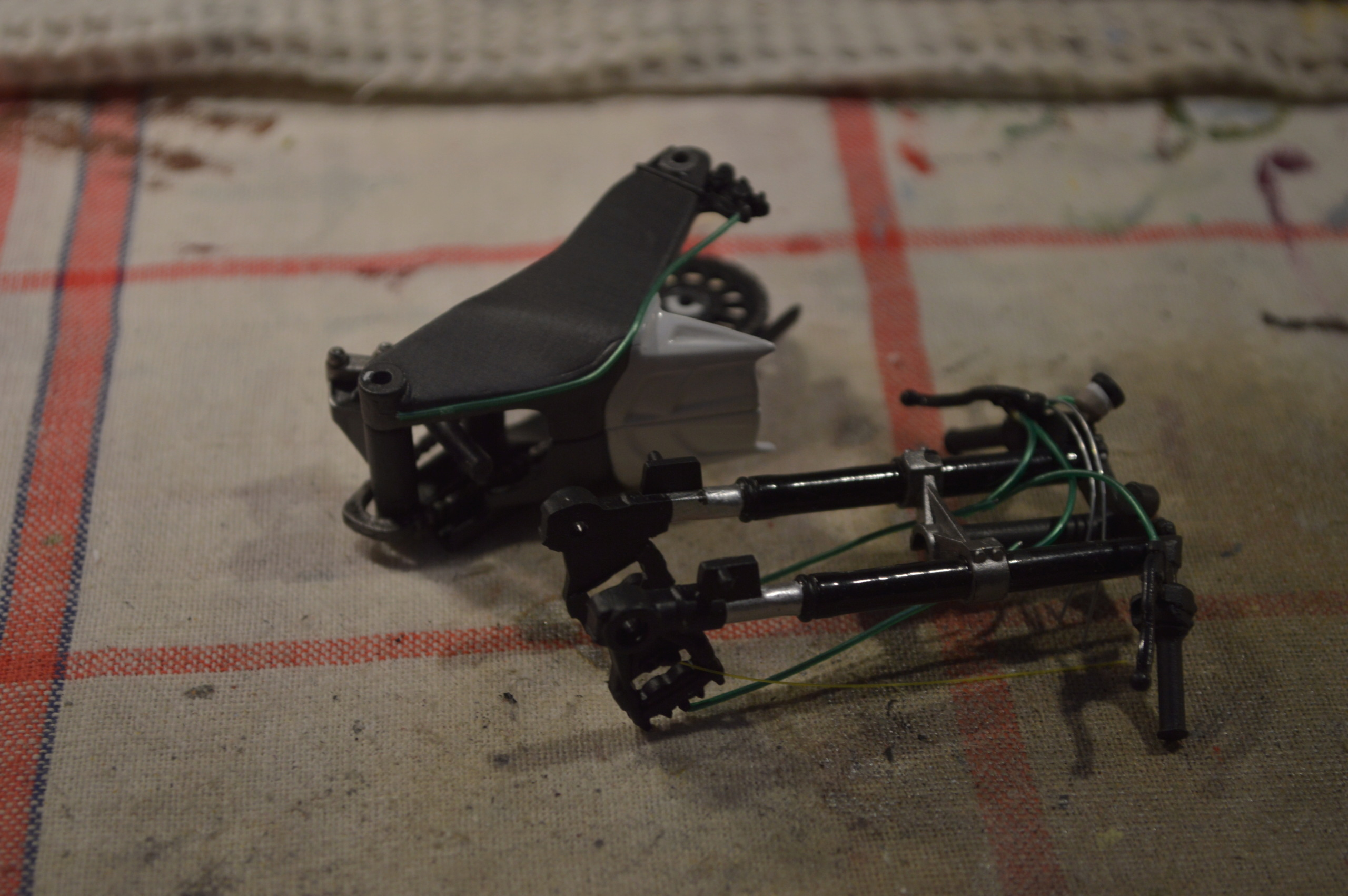 [Moto] Conversion et kit de maquette - Page 2 Frein11