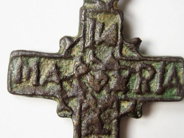Cruz con inscripciones algo complicadas 8098ab10