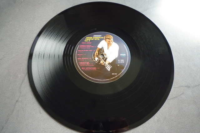 25CM JOHNNY SINGS AMERICA'S TWISTIN' HITS volume 3 de chez JBM P1590720