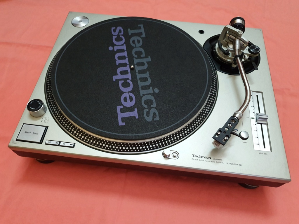 Technics SL1200MK3D turntable (used) SOLD Techni10