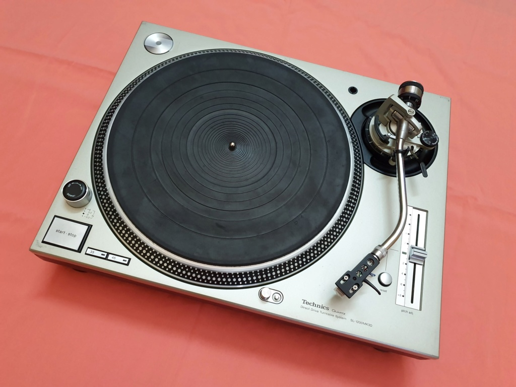 Technics SL1200MK3D turntable (used) SOLD Techni11