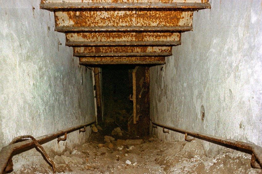 Le bunker du Führer reconstitué à Berlin Bunk710