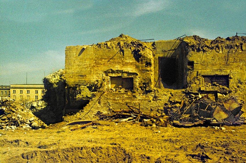 Le bunker du Führer reconstitué à Berlin Bunker12