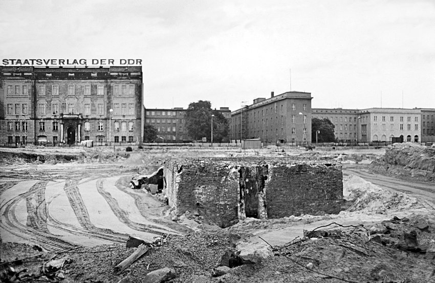 Le bunker du Führer reconstitué à Berlin Bunker15