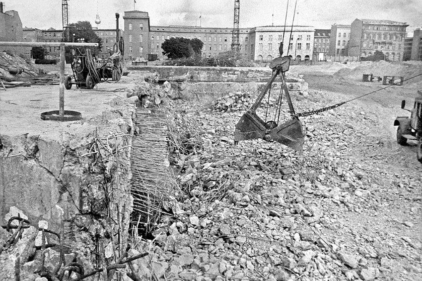 Le bunker du Führer reconstitué à Berlin Image-10