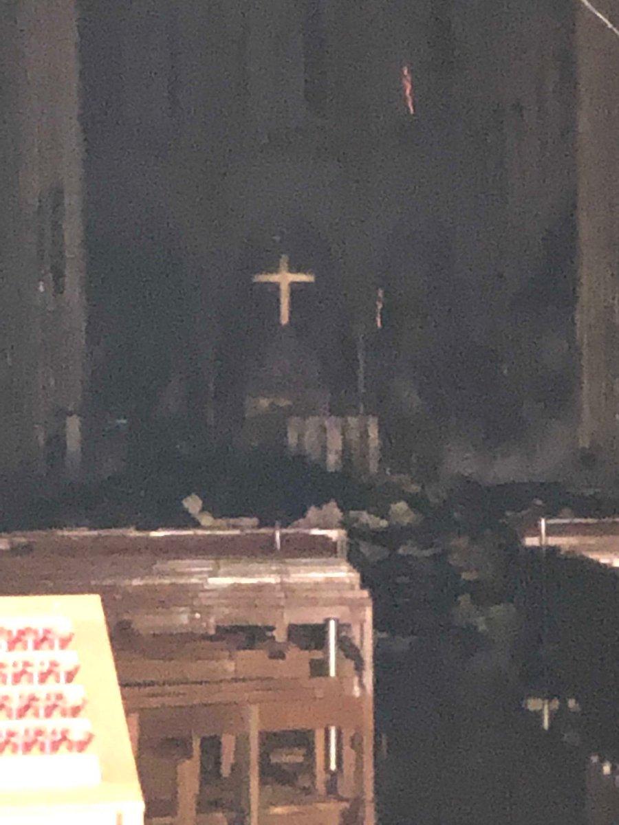 *** Grave incendie à Notre Dame de Paris *** D4oi-210