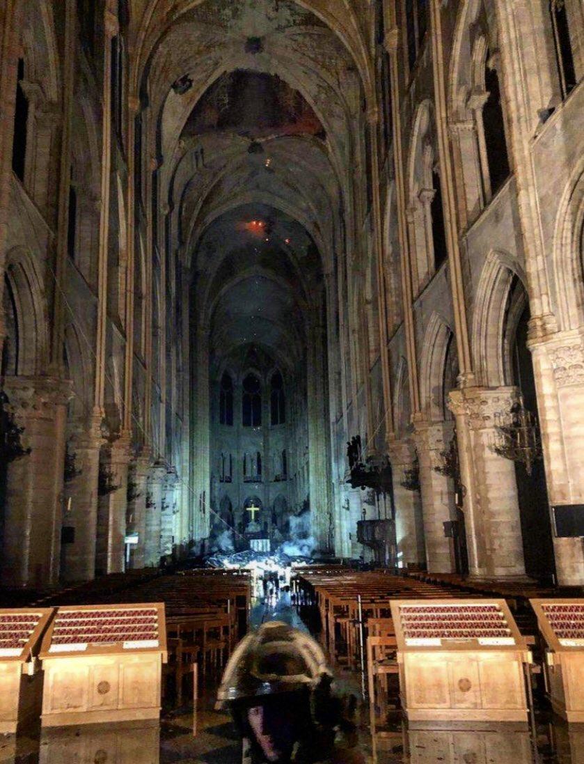 *** Grave incendie à Notre Dame de Paris *** D4opfi12