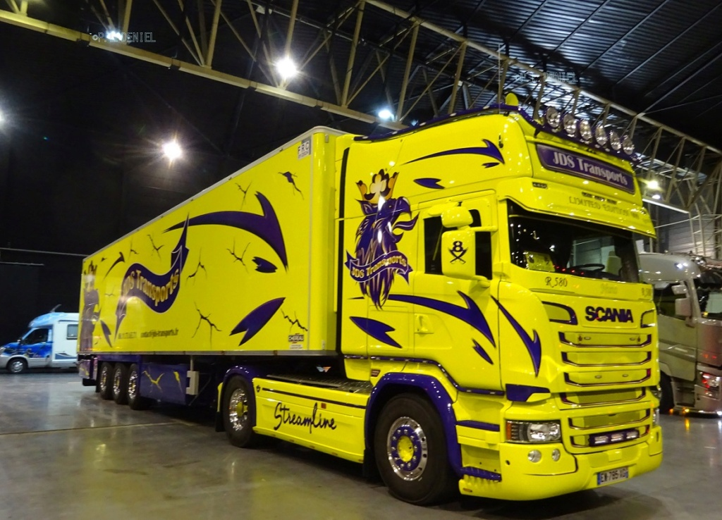 Ce n'est ni un car ni un bus mais quelle déco ! Je voulais juste vous montrez ça... Scania24