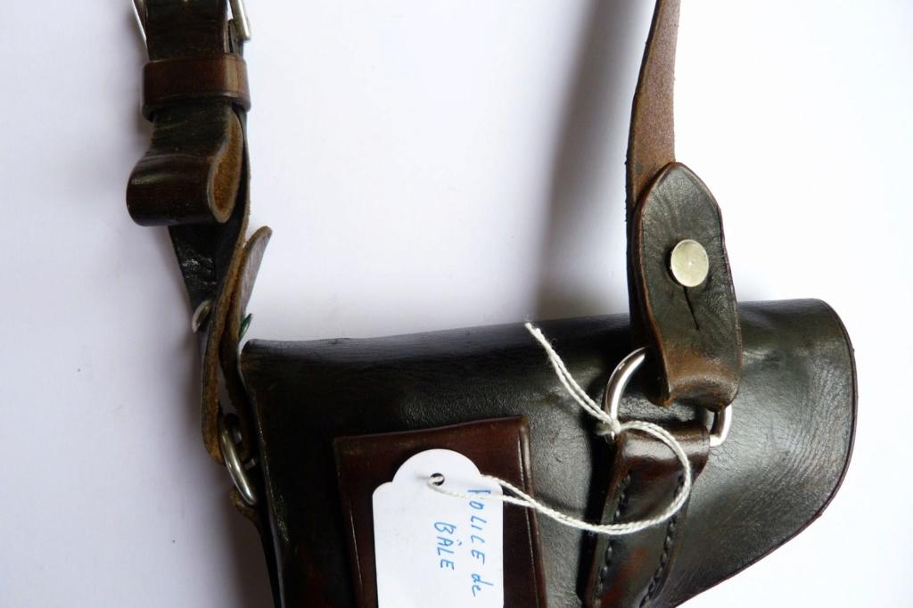 Les étuis militaires suisses pour les Luger 1900 de la DWM Holst106