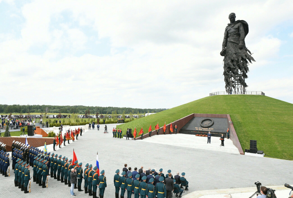 Russian monuments - Page 4 24174810
