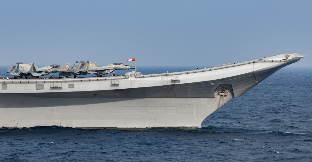INS Vikramaditya (ex-Admiral Gorshkov) aircraft carrier - Page 4 438
