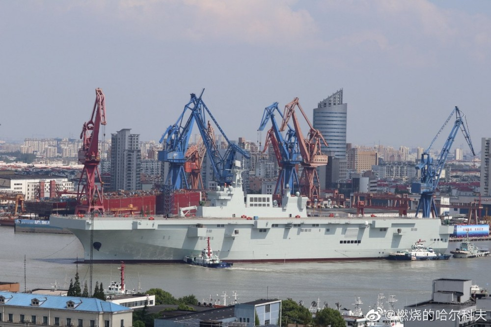 Type 075 landing helicopter dock (LHD) 72704110