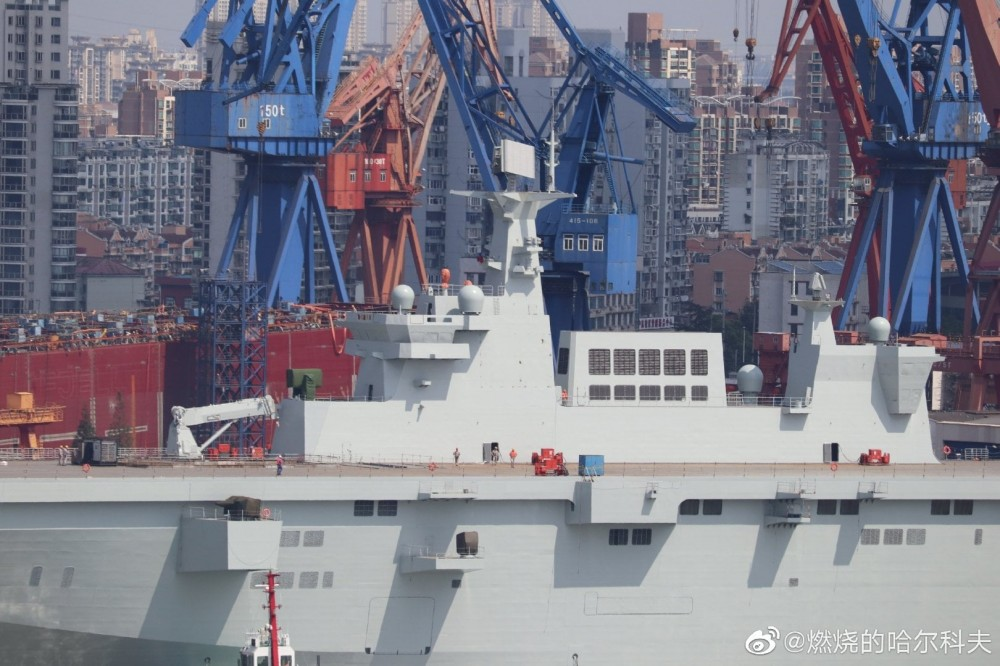 Type 075 landing helicopter dock (LHD) 72713410