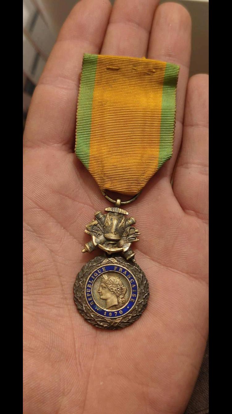 Médaille militaire biface et bombée ?? 345fb210