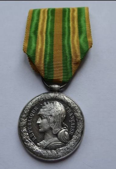 Médaille Tonkin 1883-1885 4d960a10