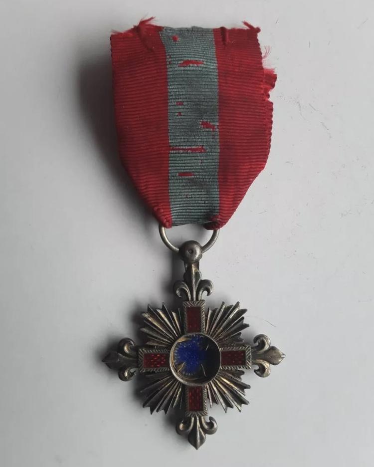 Médaille vierge Marie et fleur de lys ? 585fa510
