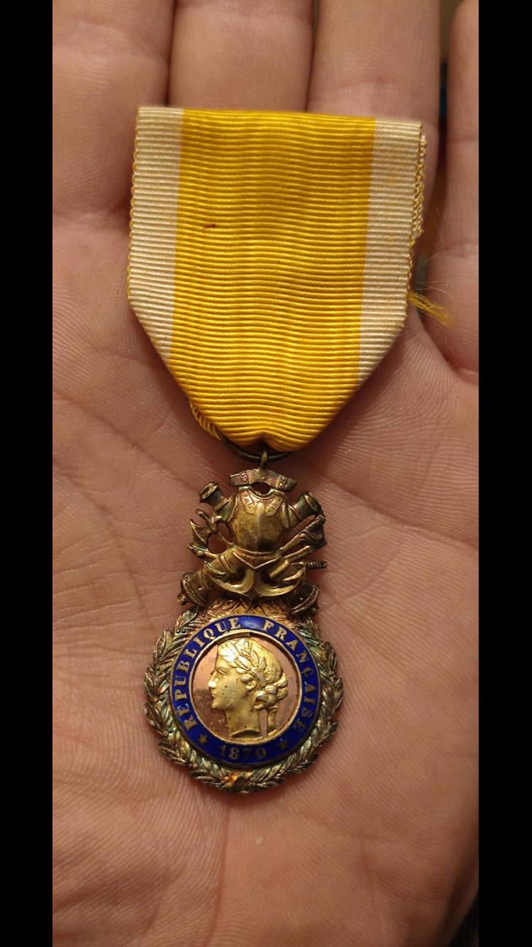 Médaille militaire biface et bombée ?? B724f510