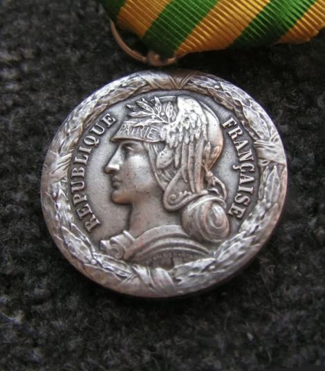 Médaille Tonkin 1883-1885 B9ec1110