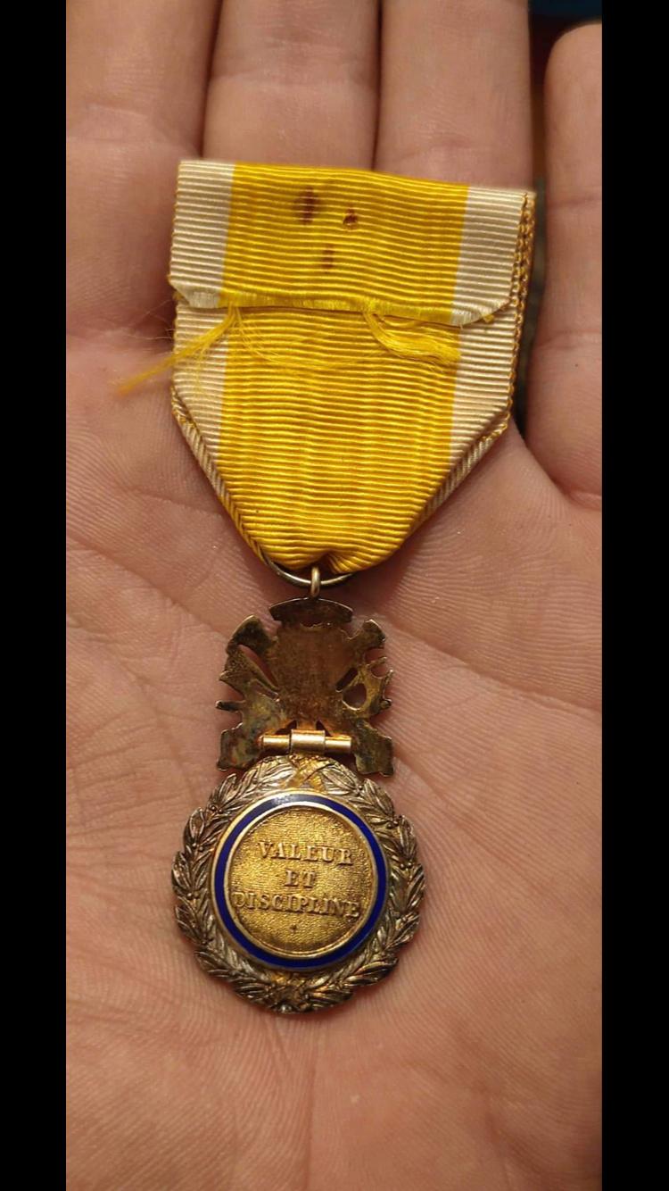 Médaille militaire biface et bombée ?? C4eef010
