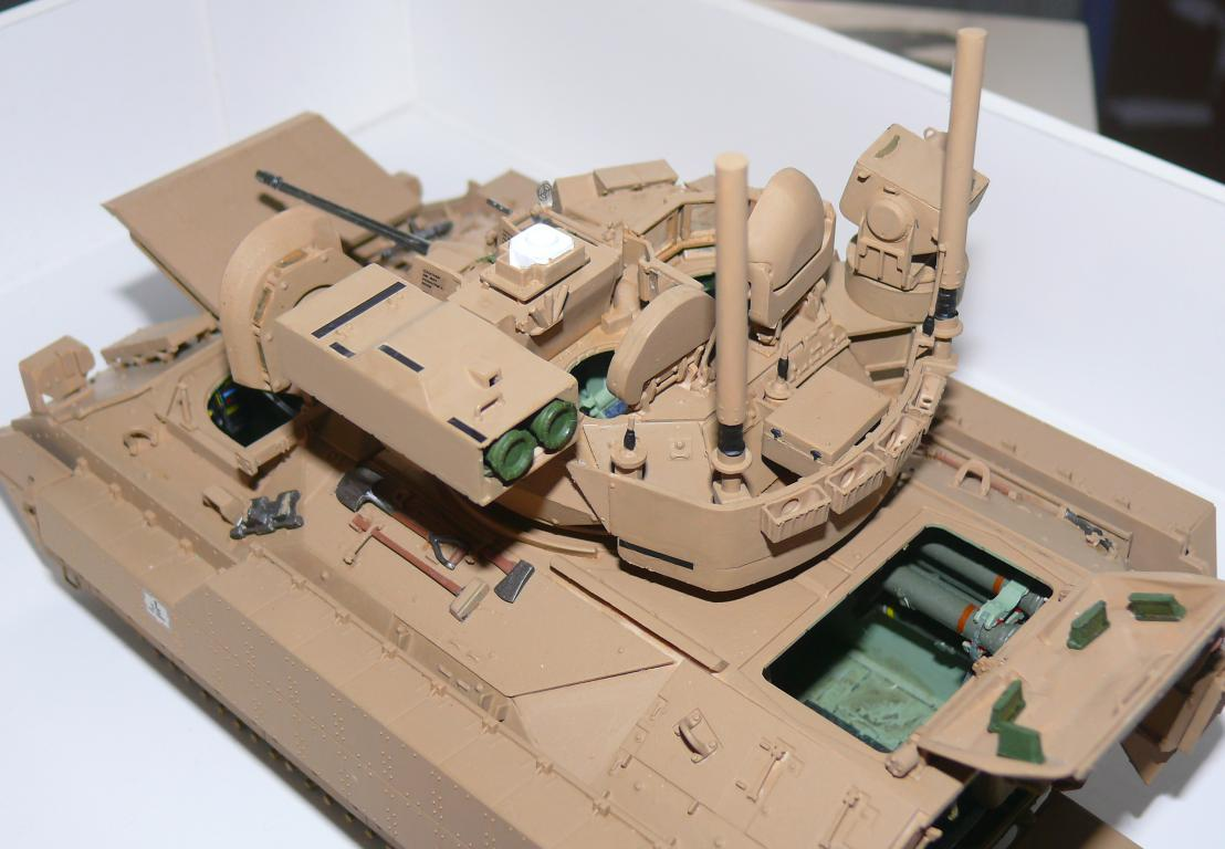 M3A3 BRADLEY w/BUSK III U.S. CAVALRY FIGHTING VEHICLE DE MENG Au 1/35 - Page 2 P1300516