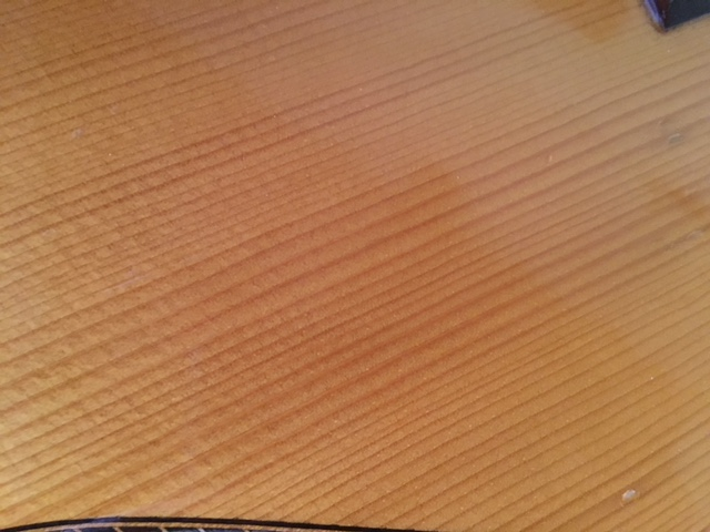 qui connait ce luthier Img_2412