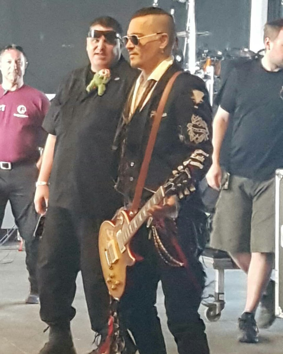 Le groupe Hollywood Vampires . - Page 29 Dguzpw10
