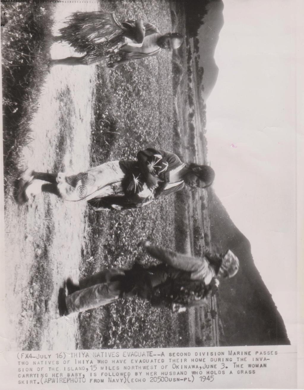 Photo Press Us 17 juillet 1945 aprés l'invasion d'Okinawa F2_00111