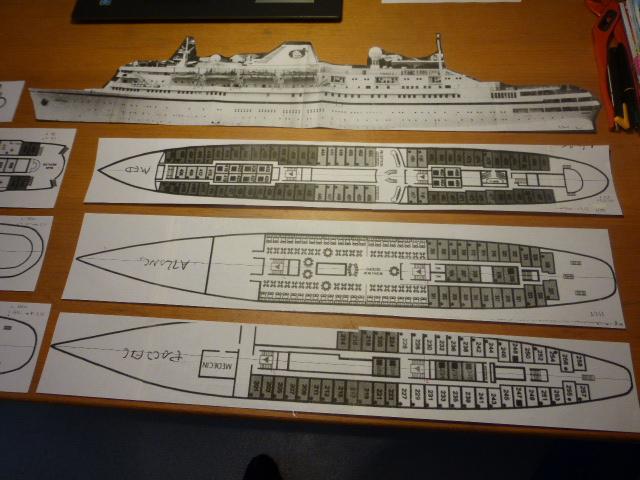 Paquebot MS Astoria au /100 ème modèle en bois et carton  P1020410
