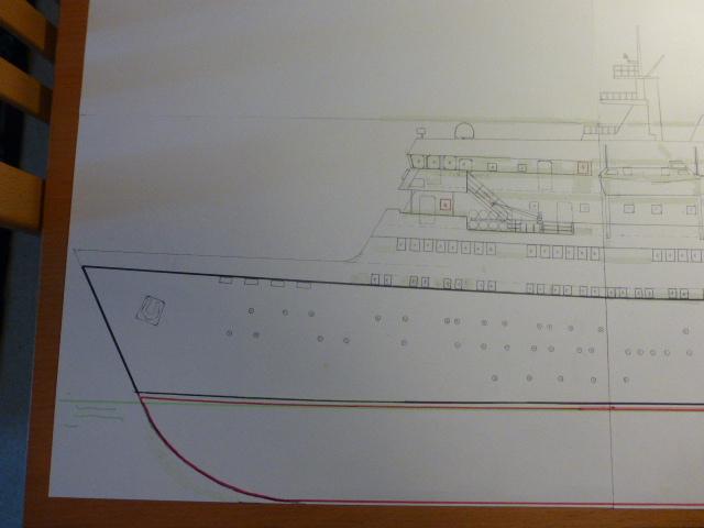 Paquebot MS Astoria au /100 ème modèle en bois et carton  P1020412