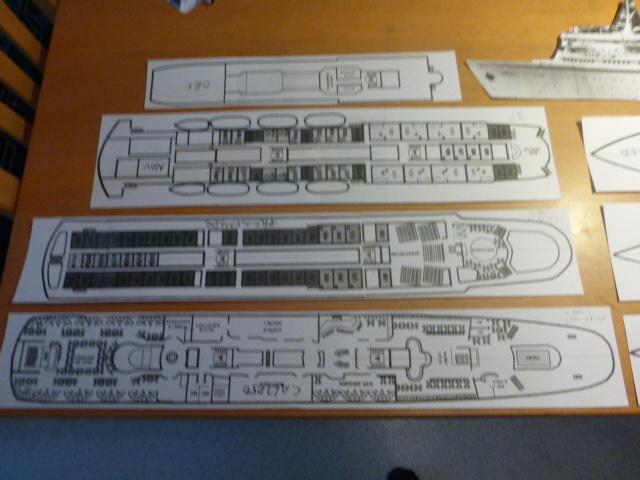Paquebot MS Astoria au /100 ème modèle en bois et carton  P1020414