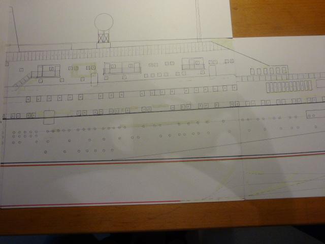 Paquebot MS Astoria au /100 ème modèle en bois et carton  P1020416