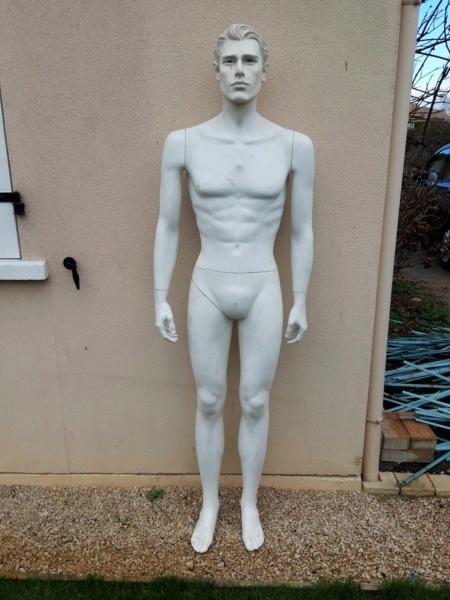 peinture d'un mannequin blanc 010
